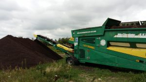 Kompostownia: przesiewanie kompostu